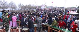 黑河举办开江节千人排队尝免费鱼汤