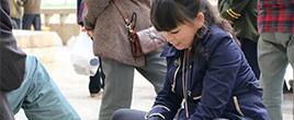90后女子擦鞋7年被称最美劳动者