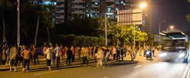 福州大妈占据车道跳广场舞