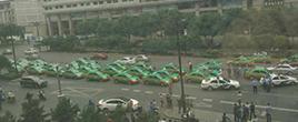 西安数十辆出租车聚集 道路被堵