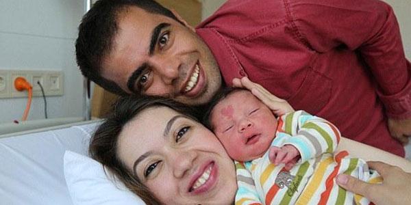 为爱而生 男宝出生额头带心形胎记