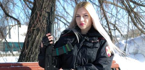 俄最美近卫军女兵13名姑娘将登挂历