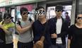 深圳地铁1号线男子玩手机突然被铐 只因做了这事